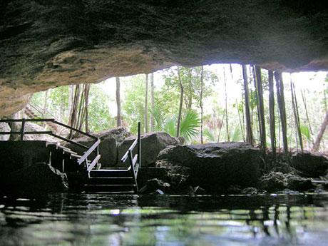 Dos Ojos Cenote entrance
