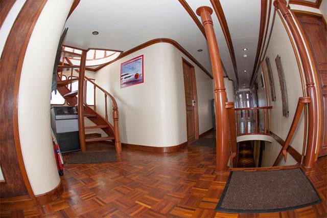 Carpe Vita Liveaboard interior